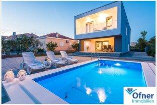 Hochwertige Villa mit Pool - exklusiv wohnen wo andere Urlaub machen!