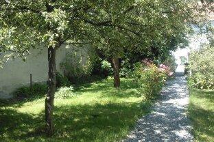 Gelegenheit: Helle, großzügige 2-Zimmer-Wohnung mit Gartenbenützung und PKW-Stellplatz im Zentrum von Ried
