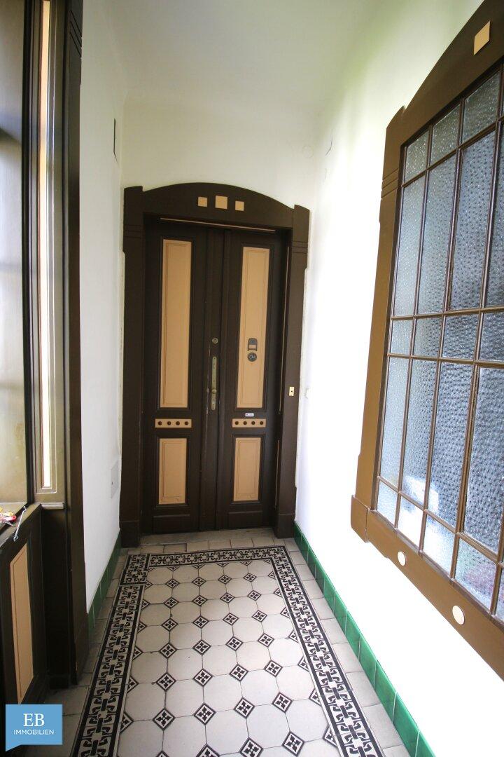 Treppenhaus (Eingangstür)