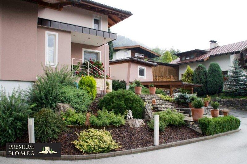 Kirchbichl Zweifamilienhaus_ hohe Qualität mit Modernen Design_Ansicht_Einfahrt mit Gestaltung