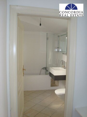 Bad mit WC und Waschmaschinenanschluß
