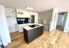 +++ PURER LUXUS +++ Exklusiv möblierte Wohnung mit Carport und Hobbyraum