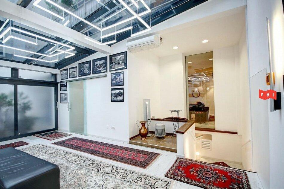 Tageslicht-Büroloft mit Wellnessbereich und Besprechungsraum