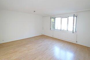 Helle 5-Zimmerwohnung inkl. Garagenbox & PKW-Stellplatz, Kellerabteil