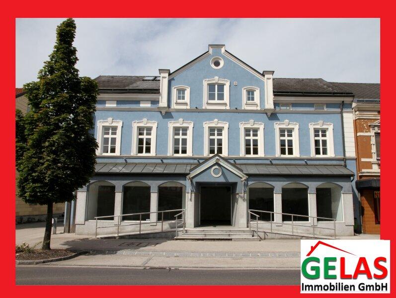 Bestandsfreies Zinshaus, 870 m² + 14 Garagen
