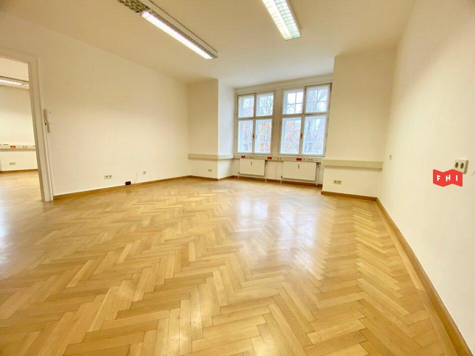 5-Raum Büro mit Parkett und Flügeltüren