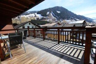 Rauris: neuwertige, zentral gelegene 4 Zimmer Dachgeschoßwohnung mit ca. 100 m² / sehr sonnig, unverbaubarer Weitblick , 2 Stellplätze