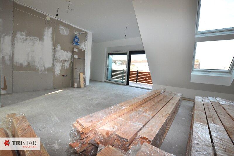 ++NEU++ 3-Zimmer-Dachgeschoßwohnung mit großer Dachterrasse im Generalrevitalisierte Altbau-Haus ++Nähe U-Bahn (U3) +++ /  / 1150Wien / Bild 3