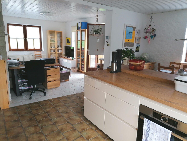 Blich von der Küche ins Wohnzimmer