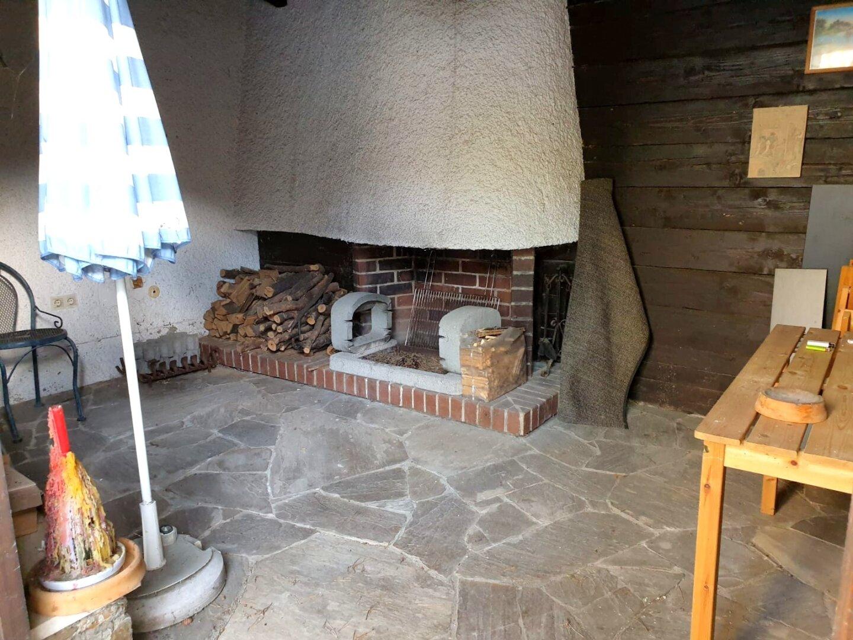 Kamin und Grillplatz im Gartenhäuschen