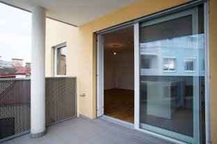 SONNENDURCHFLUTETE 2-Zimmer-Wohnung mit Balkon! ab JETZT