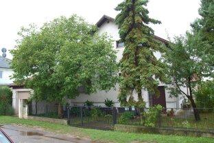 Gänserndorf Süd: Idyllisches Familienwohnhaus mit 25 qm Gartenhaus