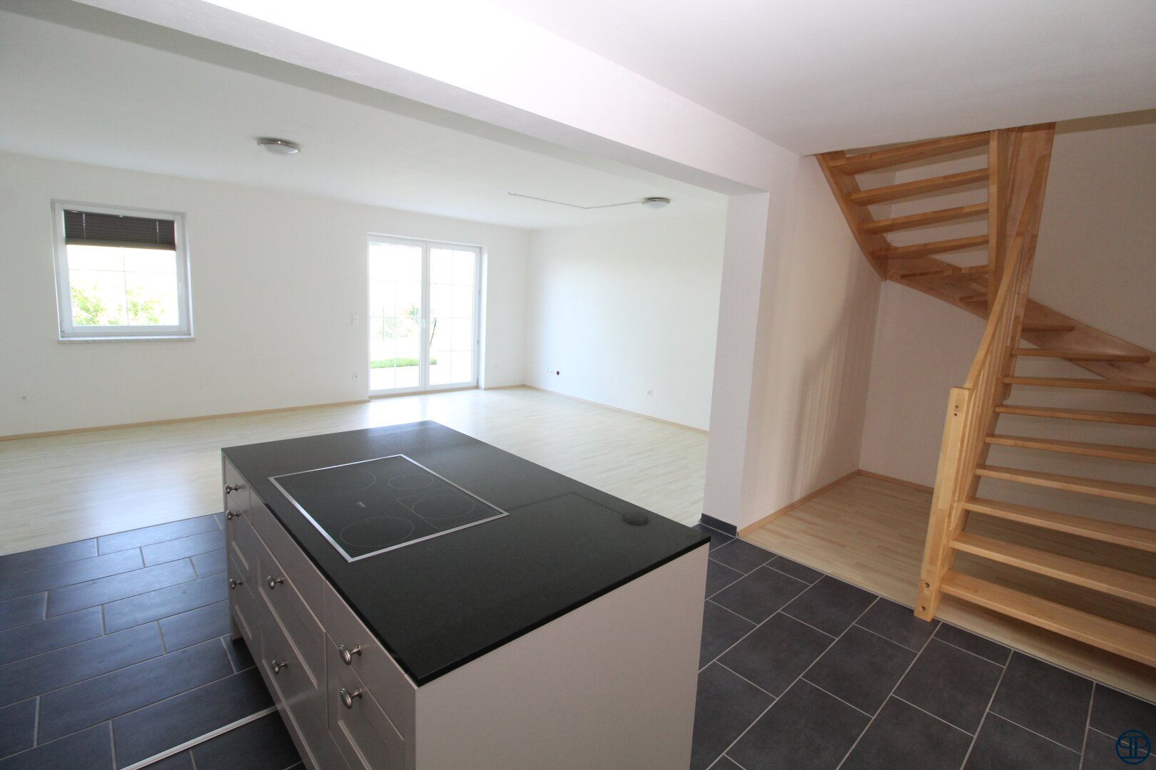 Blick von der Küche zum Stiegenaufgang