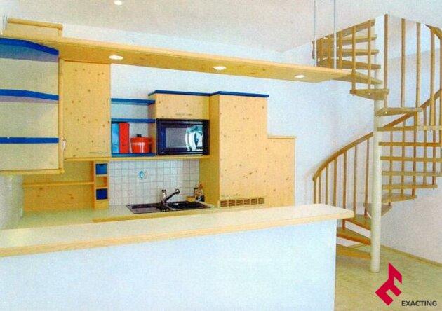 besondere zweigeschossige Wohnung mit  kleiner Terrasse