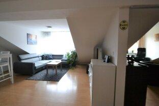 hübsche Dachgeschoßwohnung, mit Wohnküche, Schlafzimmer und Galerie, für junge Pärchen/Singles