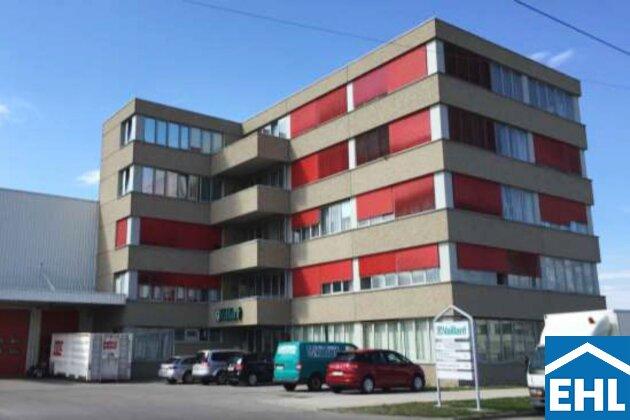 Funktionale Büroflächen mit großer Lagerhalle