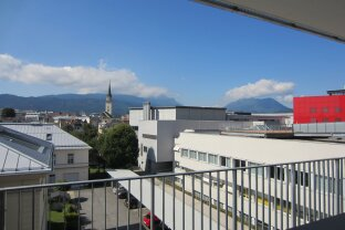 Beste Lage ! Große Mietwohnung mit großem Balkon !
