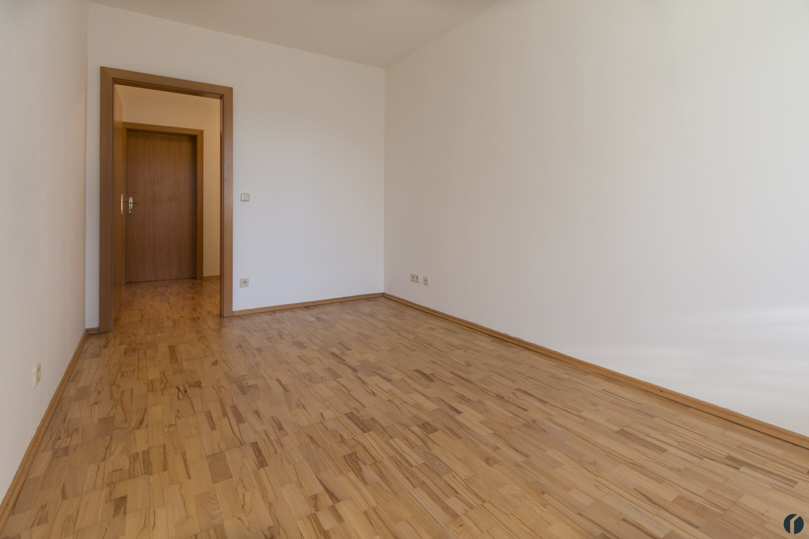 Schafzimmer mit angeschlossenem Schrankraum