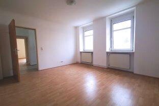 Perfekt aufgeteilte 2 Zimmer Wohnung, zentral mit Parkplatz!