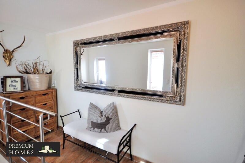 Kirchbichl Zweifamilienhaus_ hohe Qualität mit Modernem Design_Eingang_Flur