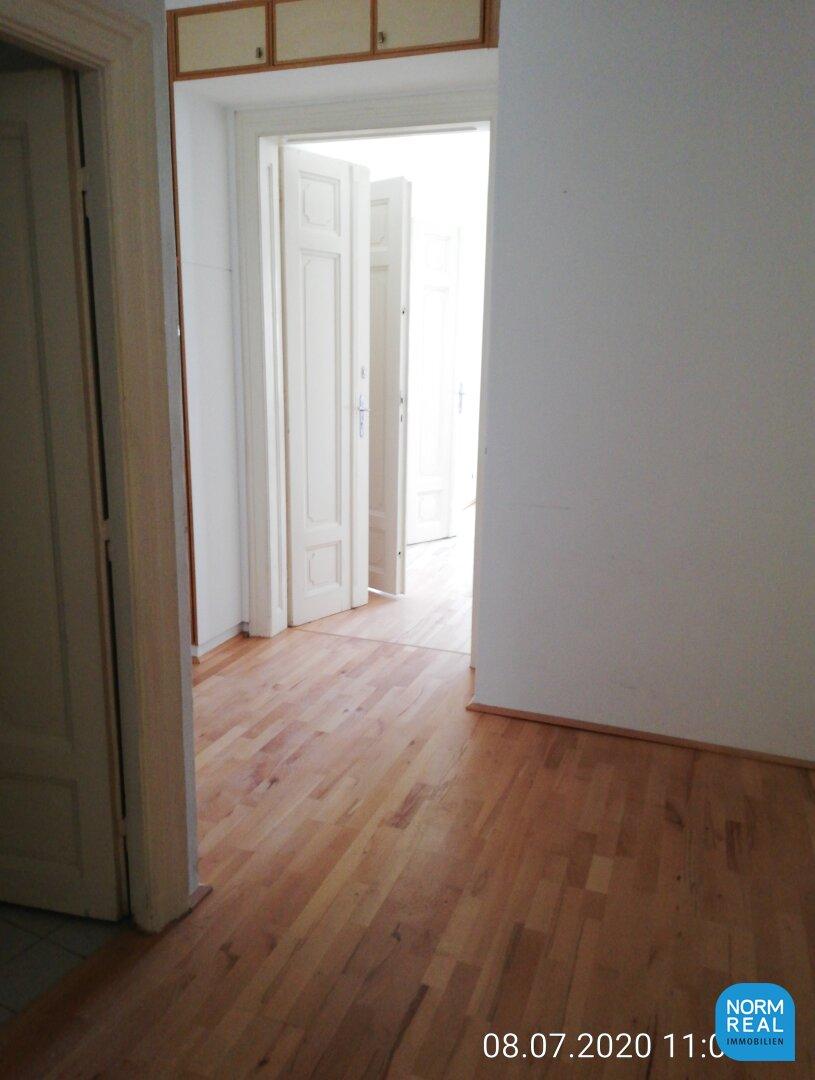 Vorzimmer Flügeltüren