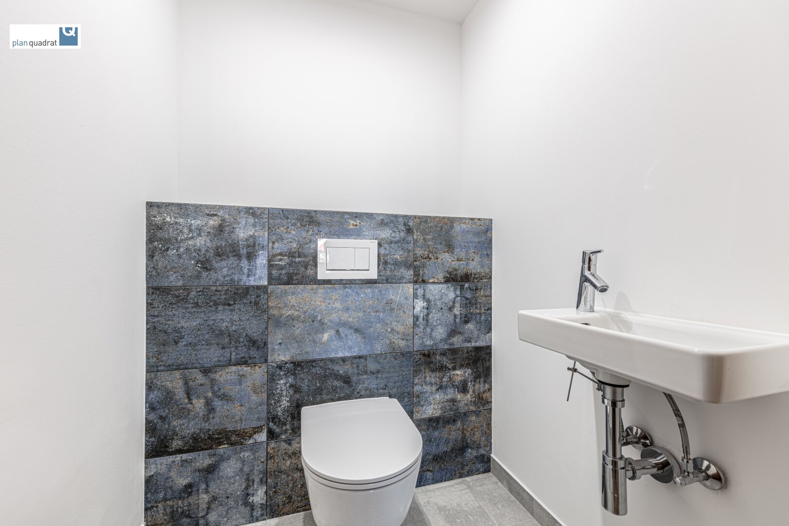 Toilette (mit Handwaschbecken)