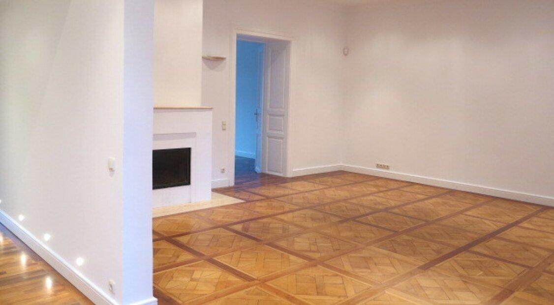 1090! Exklusiver 5-Zimmer Altbau mit Hofterrasse beim Palais Liechtenstein!