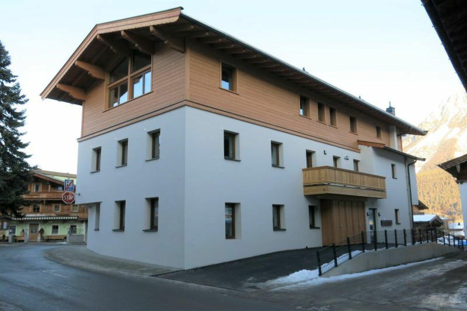Wohn- und Geschäftshaus Ellmau, Ansicht von Südosten