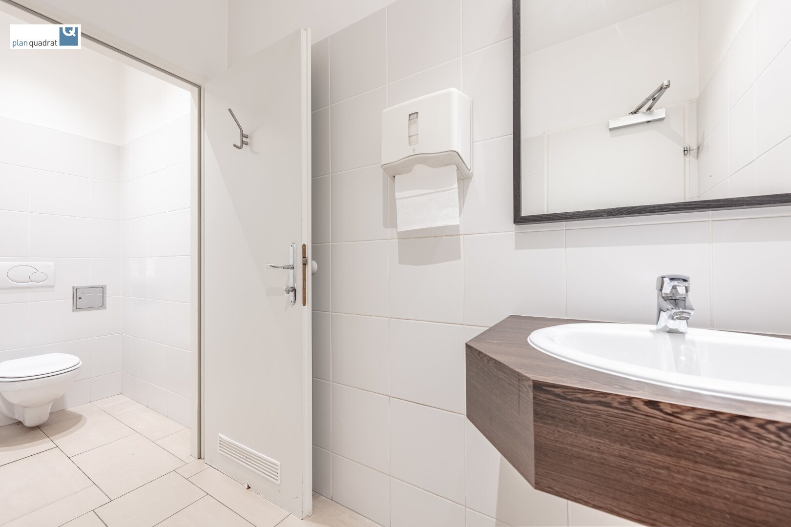 Waschraum / Damentoilette (ca. 4,60 m²)