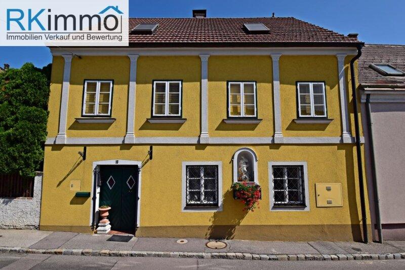 Landhaus mit mediterranen Flair in Ruhelage,  bestgepflegtes äußerst geschmackvolles Einfamilienhaus mit uneinsehbaren Garten /  / 2191Gaweinstal / Bild 0