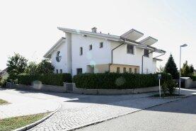 Neuwertiges Architektenhaus mit Seeblick in Neusiedl am See