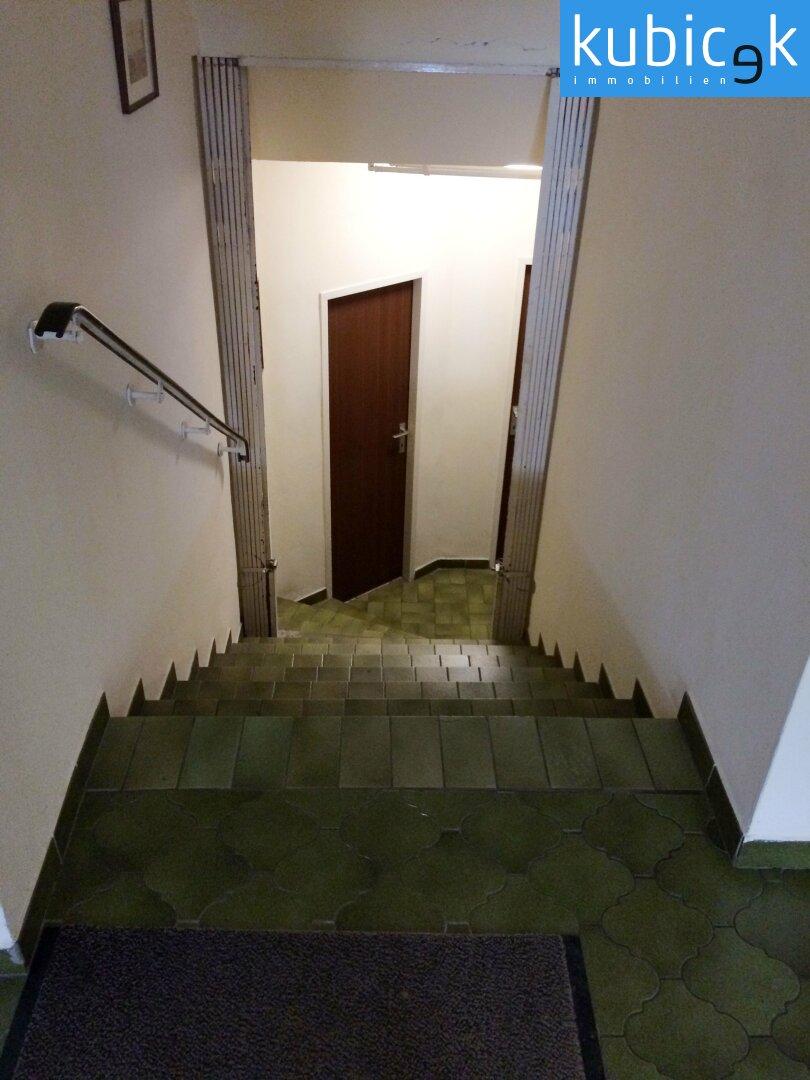 Stiegenabgang-zum-WC-u.-Waschraum