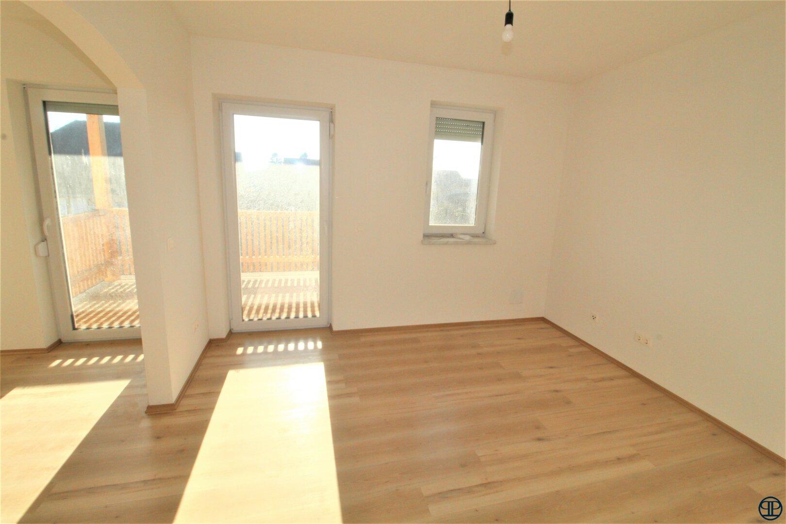 Schlafzimmer mit Balkonausgang