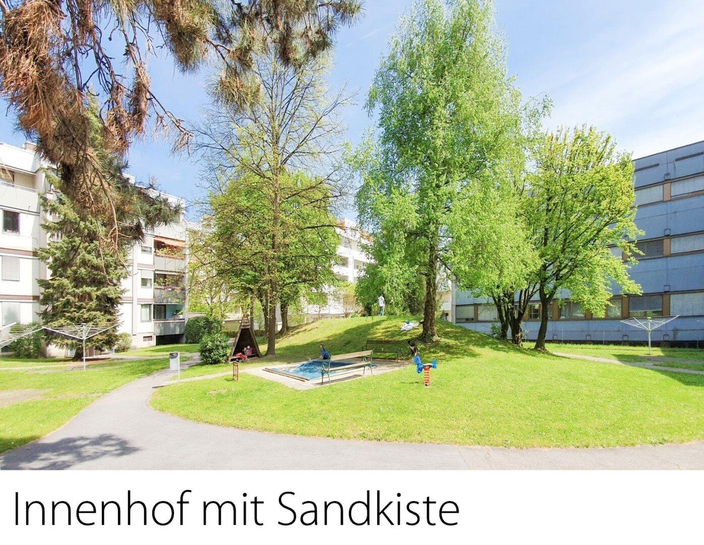 Innenhof mit Sandkiste