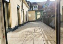 Erstbezug: Hofseitige ruhige 4 Zimmer Wohnung mit riesiger Terrasse in den Innenhof