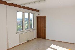 Büro mit 4 Räumen in Baden zu vermieten