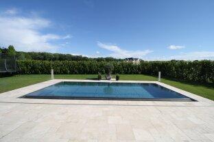 Luxus-Einfamilienhaus mit Pool im exklusiven Wohnpark Fontana
