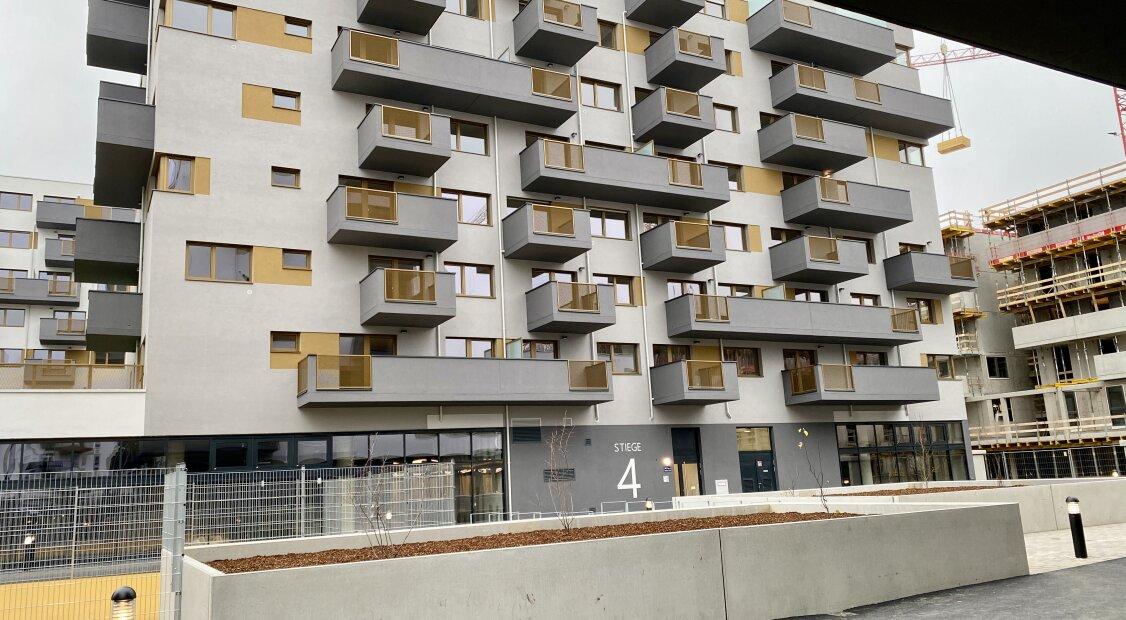 Erstbezug - Traumhafte 2 Zimmer Wohnung mit unverbaubarem Fernblick und riesigem Balkon im 6. Liftstock