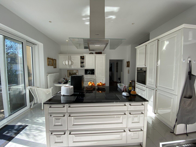 Großzügige moderne Küche Baujahr 2016