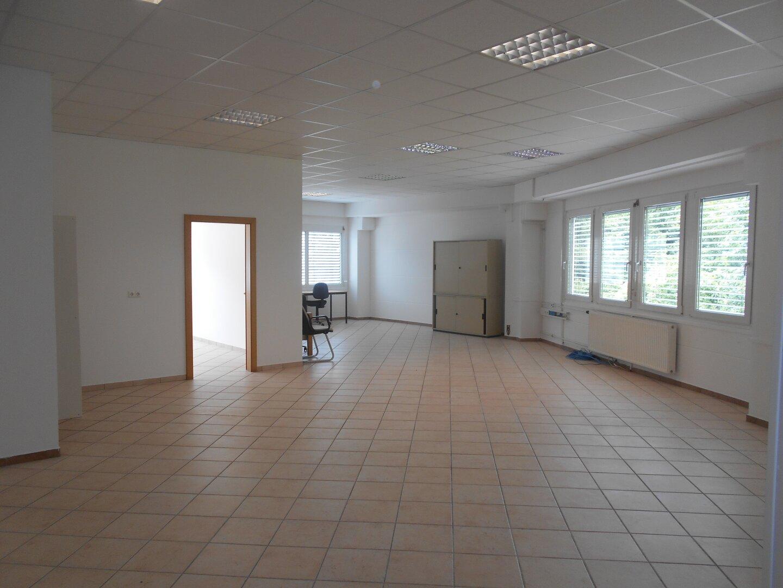 Großer Büroraum 1 mit Zugang zum Einzelbüro 2