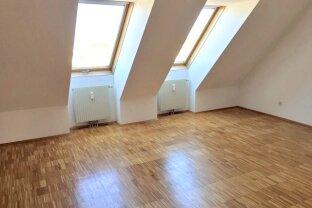 Lichtdurchflutete 2-Zimmer Dachgeschosswohnung mit Terrasse Nähe Reumannplatz U1!