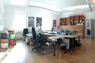 Büro in exzellenter Lage, Salzburg Schallmoos; gutes Arbeitsklima durch hohe Räume, gute Belichtung; schöner Blick und Penthousecharakter