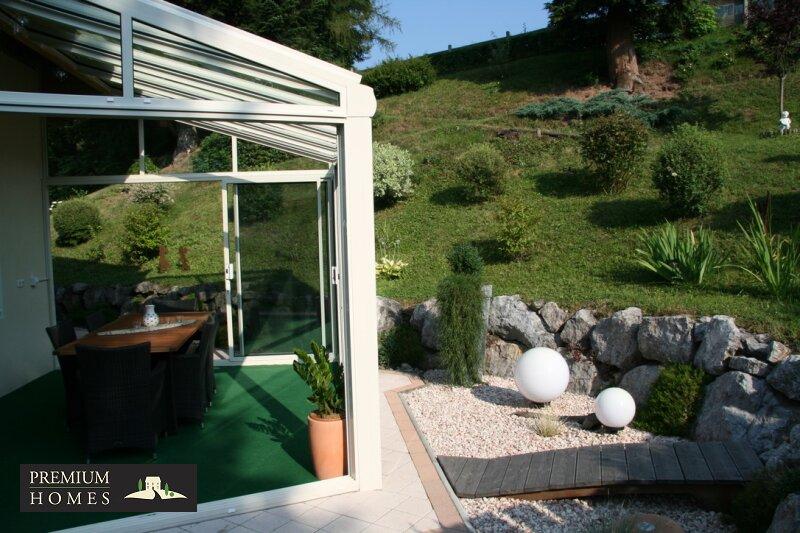 Kirchbichl Zweifamilienhaus_ hohe Qualität mit Modernen Design_Ansicht_Winter_Garten_mit viel Grün