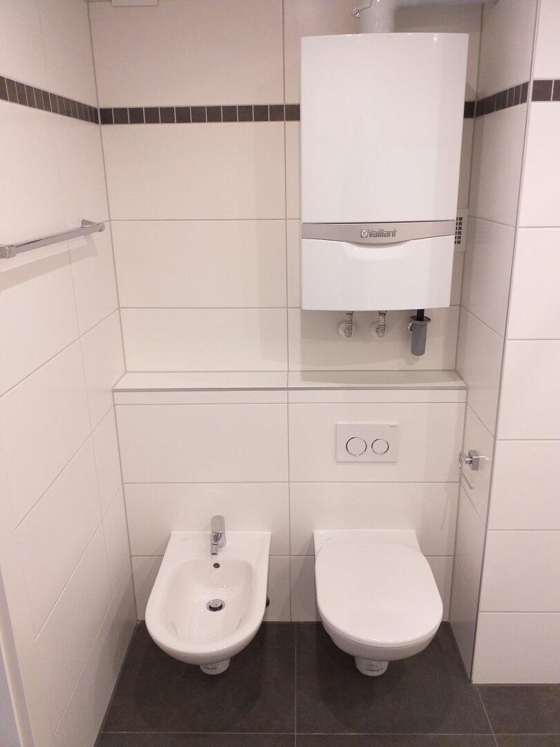 Toilette und Bidet Ensuite Badezimmer