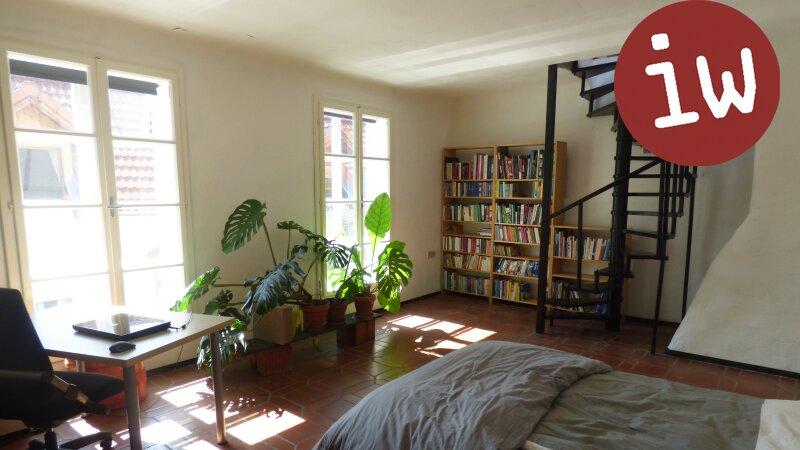 Wohnung in historischem Ambiente mit zusätzlich ausbaubarem Rohdachboden- Rarität! Objekt_355