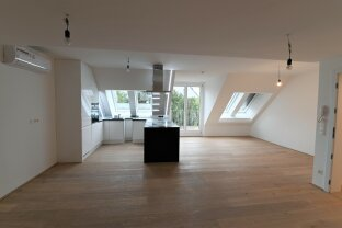 Erstbezug, ruhige 4-Zimmer-Dachgeschossmaisonette in Grünruhelage mit voll-ausgestatteter Küche