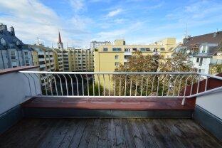 Helle Dachgeschosswohnung mit Terrasse