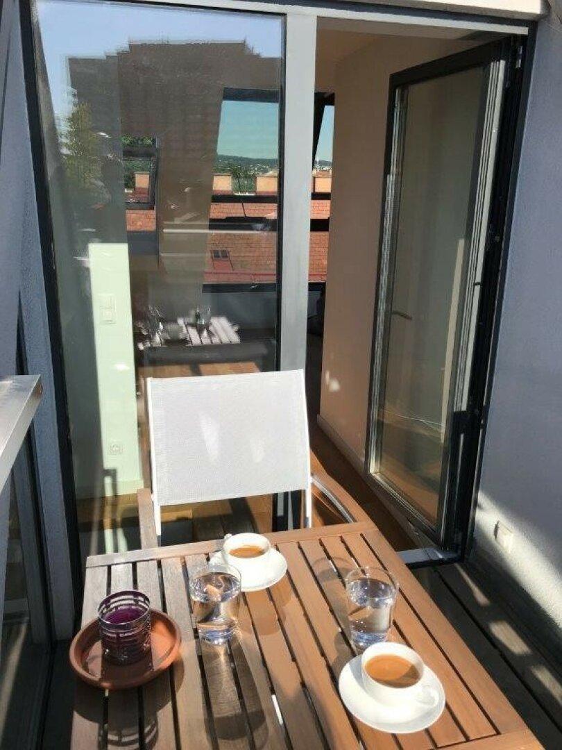 Blick von Terrasse ins WZ