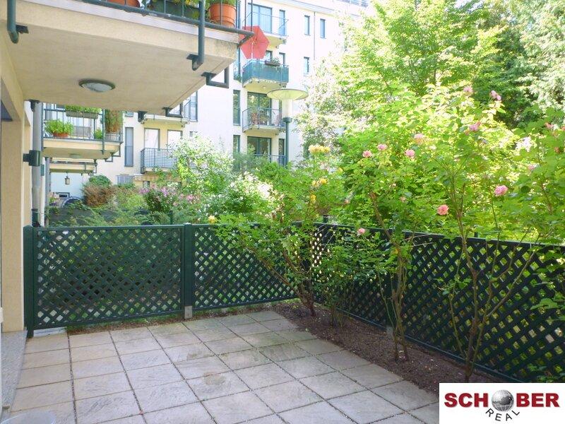 Entzückende Terrassenwohnung mit Rosengarten!
