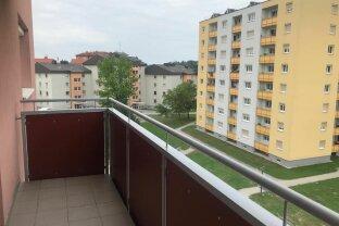 Sonnige 3-Zimmer Wohnung mit Loggia und Balkon zu vermieten!